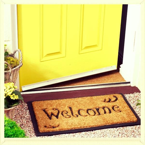 Clutter free doorway